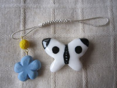 画像1: モンシロチョウの帯留めと青いお花の帯飾り