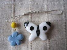 他の写真1: モンシロチョウの帯留めと青いお花の帯飾り