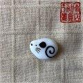 丸い白ねずみの帯留め(白&黒)